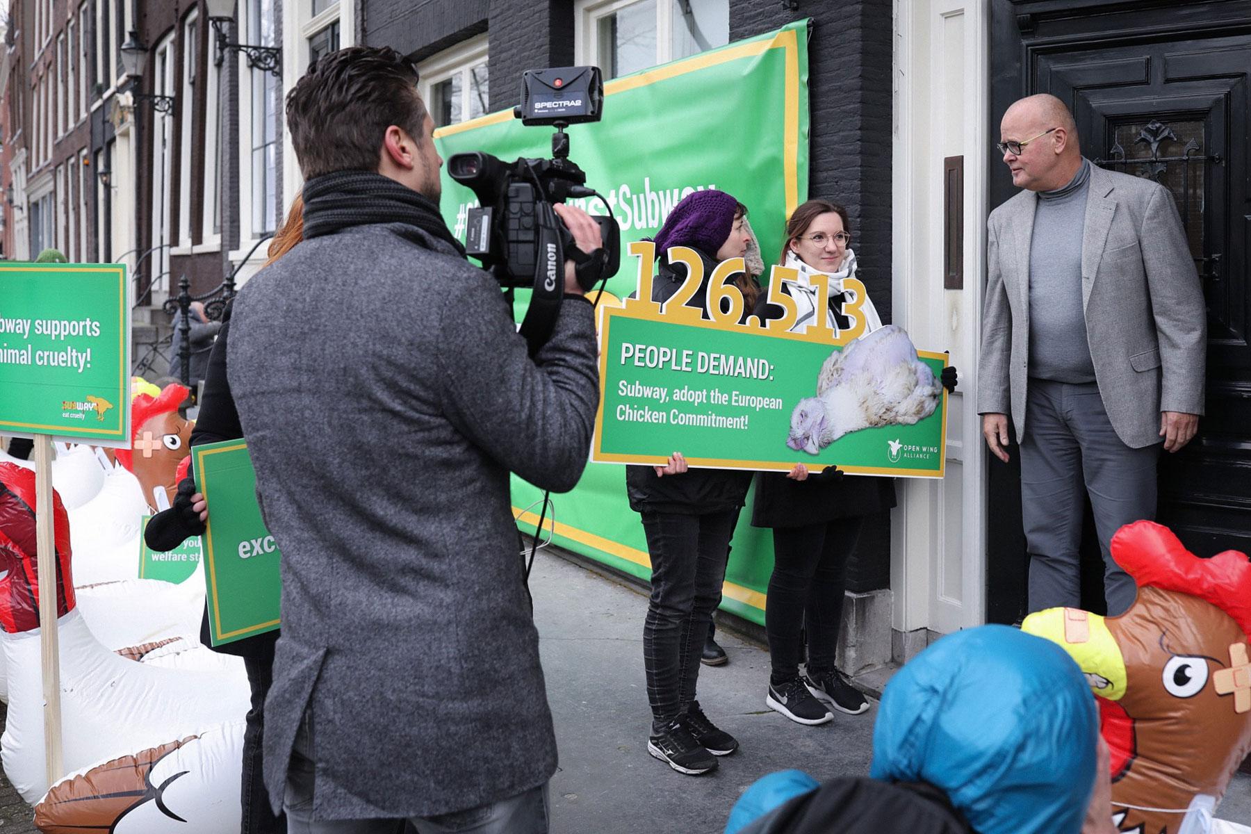 Protest vor Europazentrale von Subway in Amsterdam