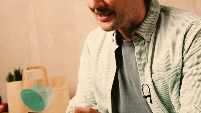 © Bildrechte: Too Good To Go GmbH, Fotograf: John Richter | Oli.P rettet Lebensmittel über die Too Good To Go-App