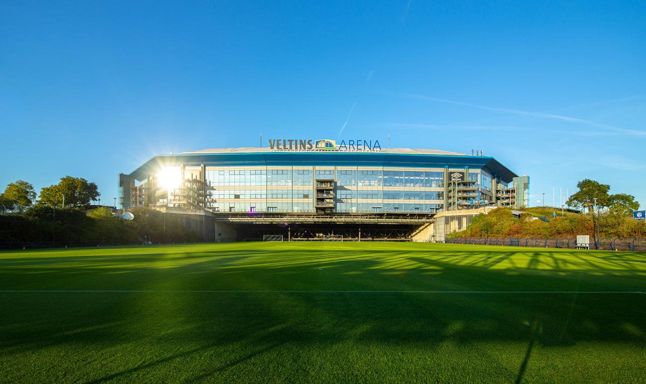 © Bild: Brauerei C.& A. VELTINS GmbH & Co. KG | Die Verträge zwischen der Brauerei C. & A. Veltins und dem FC Schalke 04 bleiben bis 2027 gültig und unangetastet