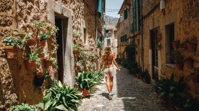 Urlauberin auf Mallorca Valldemossa